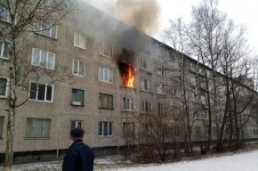 Мужчину спасли пожарные из горящей квартиры на Народной