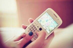Восьмилетнюю девочку убило током, пока она разговаривала по телефону