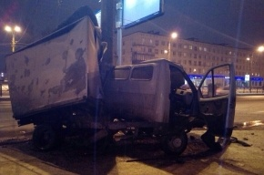 «Газель» влетела в столб на Народной улице