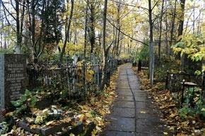 Пенсионер умер на Большеохтинском кладбище