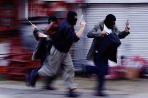 Вооруженная банда ограбила ювелирный магазин на Стачек