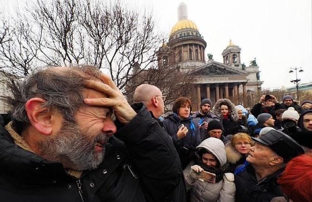Крестный ход уИсаакиевского храма собрал от8 до 10 тыс. человек