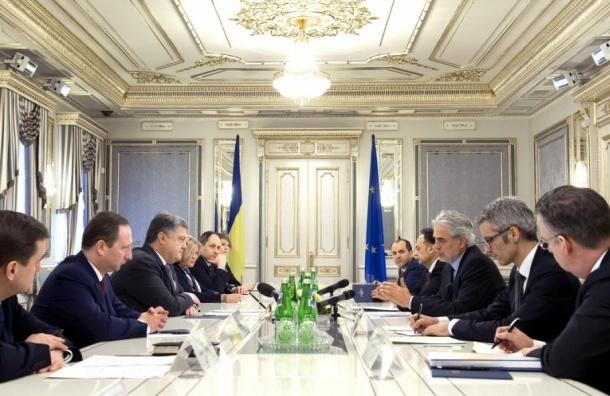 Порошенко требует ужесточить санкции против России