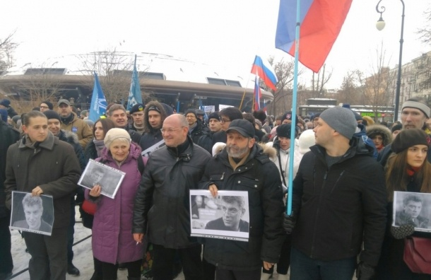 Шествие в память о Немцове в Петербурге собрало 2 тысячи человек