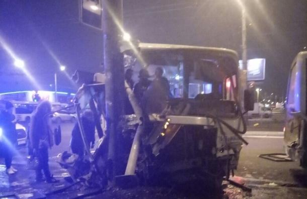 ВПетербурге врезультате дорожного происшествия госпитализировали 9 человек