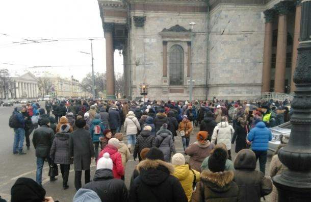 Епархия намерена пригнать молодежь на крестный ход вокруг Исаакия