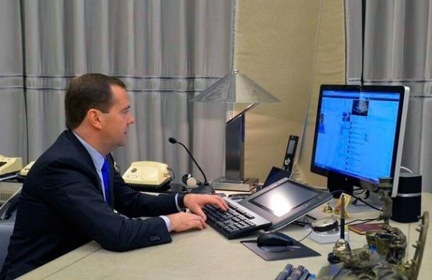 Медведев забанил в Instagram Навального