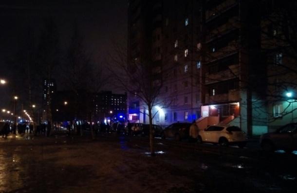 Пожарные тушили квартиру в доме на Камышовой