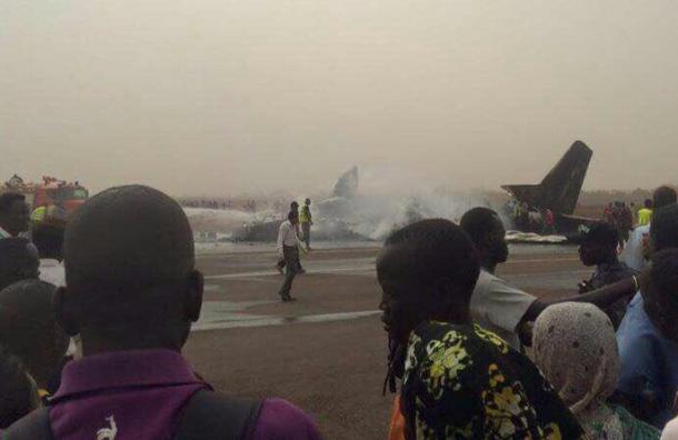Всех пассажиров упавшего в Южном Судане самолета удалось спасти