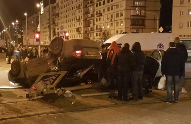 Идут поиски свидетелей аварии с пострадавшими на Просвещения