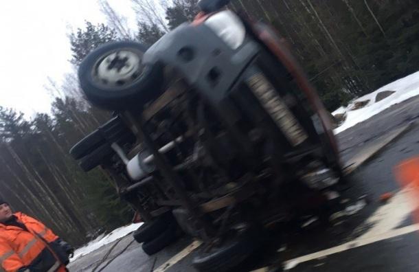 На «Скандинавии» опрокинулась машина дорожной службы