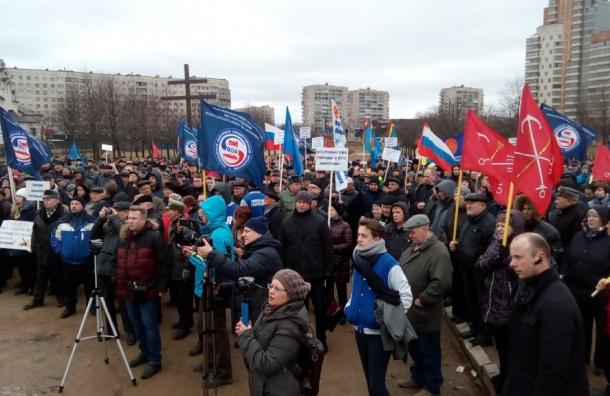 Около 700 человек вышли на митинг против сноса гаражей в Петербурге