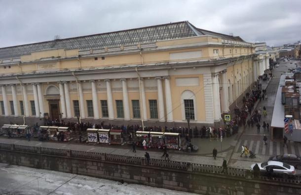 Многочасовая очередь образовалась вРусский музей
