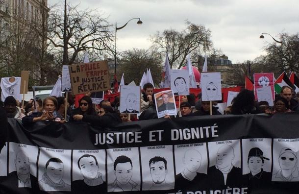 Тысячи французов митингуют против полицейского произвола