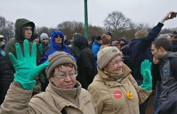 Более тысячи сторонников Навального собралось на Марсовом поле