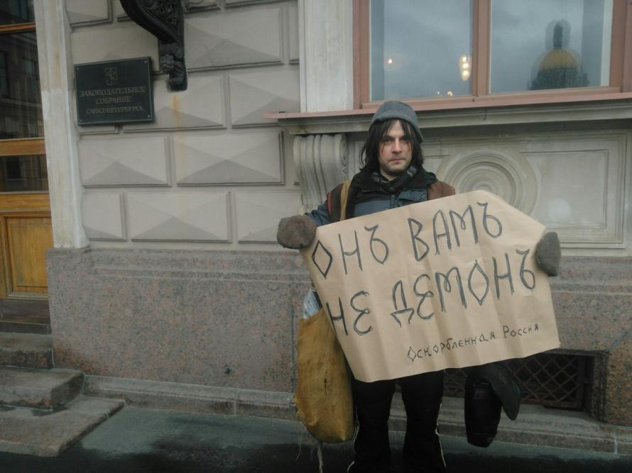 Четверо депутатов ЗакСа приняли решение бойкотировать совещание вподдержку собственных помощников
