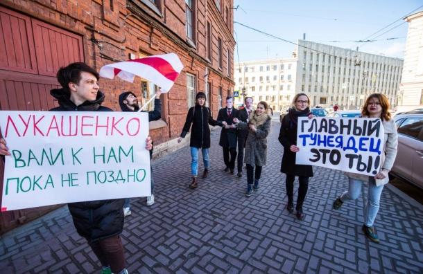 «Весна» провела в Петербурге акцию солидарности с гражданами Белоруссии