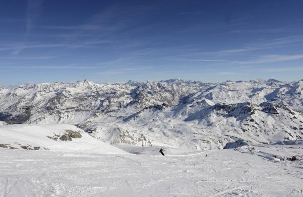 Мощная лавина накрыла лыжников во французских Альпах