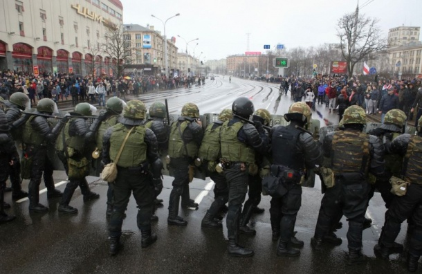 Белорусский ОМОН разогнал митинг в честь Дня Воли в Минске