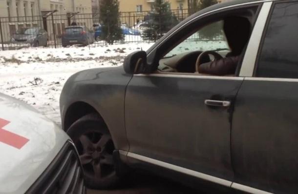 Суд лишил прав водителя Порш Cayenne, который перекрыл дорогу скорой