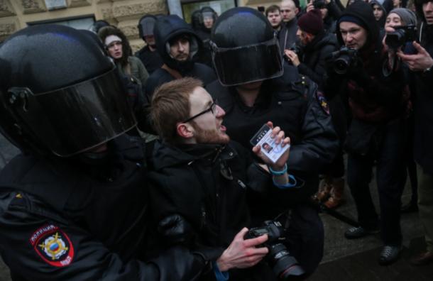 Союз журналистов назвал недопустимыми действия полицейских намитинге