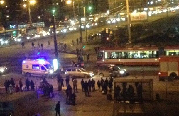 Очевидцы: Пежо с мигрантами сбила человека на Косыгина