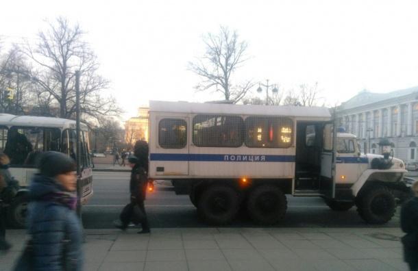 Полицейские вышли наНевский проспект