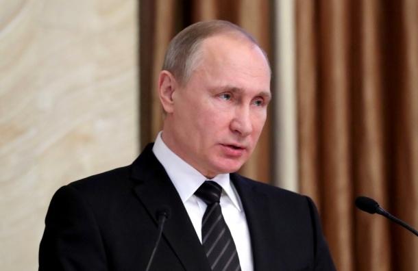 Владимир Путин поздравил всех женщин стихами Бальмонта