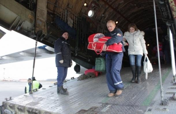 Спецборт МЧС доставил из Ростова-на-Дону в Петербург тяжелобольных детей