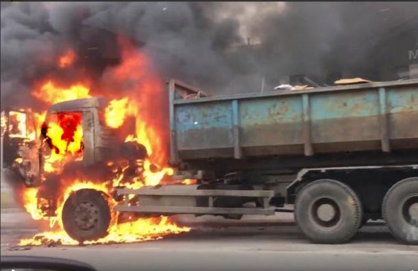 КамАЗ сгорел на Глухоозерском шоссе