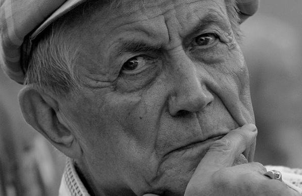 Поэта Евтушенко госпитализировали в больницу в тяжелом состоянии
