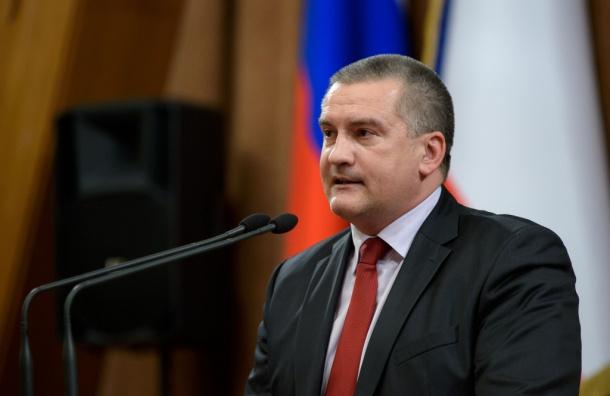 Аксенов предложил оставить Путина президентом пожизненно