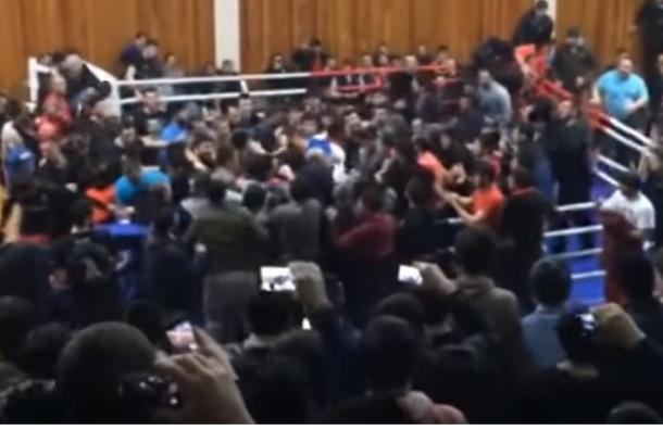Бой чемпиона в Дагестане закончился массовой дракой