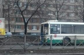 Автобус «остался без лобового» после ДТП на Энергетиков