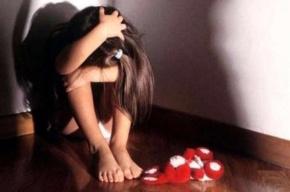 Школьницу изнасиловал 15-летний возлюбленный