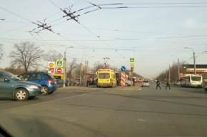 ДТП с участием Lexus и Toyota остановило движение трамваем на Бухарестской
