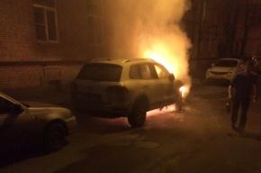 Volkswagen Tiguan сгорел на Московском проспекте