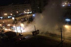 Трубу с горячей водой прорвало на улице Зины Портновой