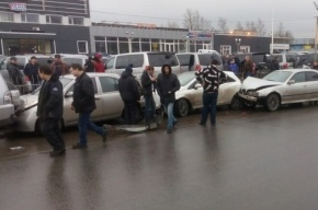 «Сапсан» из машин собрался на Екатерининском проспекте