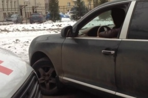 Водителя Porsche лишили прав запрепятствие машине «скорой»