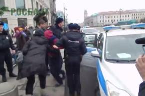 Задержанные петербургские активистки до сих пор находятся в отделении