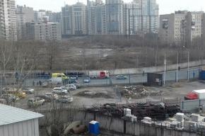 Очевидцы: полиция ищет бомбу в доме на Полюстровском проспекте