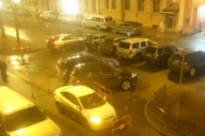 Пьяная автомобилистка протаранила машины Генконсульства США в Петербурге