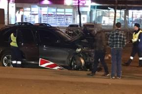Внедорожник снес столб и светофор на Народной улице