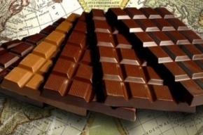 Грабители из Петербурга угрожали продавцу пистолетом из-за 150 плиток шоколада
