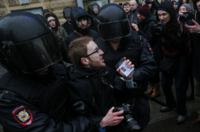 Шишлов назвал профессиональными действия полиции на митинге 26 марта в Петербурге