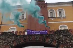 Двух человек задержали на Красной площади за плакат в честь 8 Марта