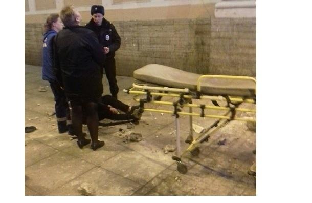 Кусок фасада Московского вокзала упал на мужчину