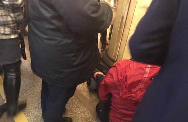 Пассажир попал под поезд на станции «Автово»