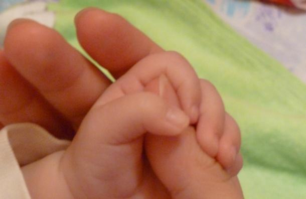 Смольный хочет, чтобы петербурженки рожали первого ребенка до 25 лет